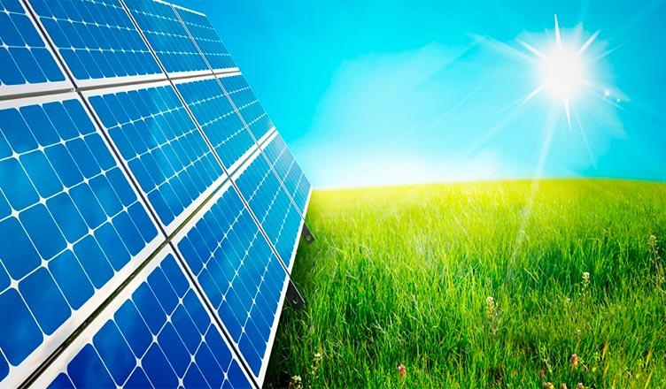 La energía solar fotovoltaica disminuye los gastos en el hogar.